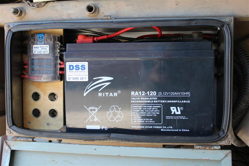 rob installs a redarc bcdc1225 charger rh campertrailers org Parallel Battery Wiring Diagram 24V Battery Wiring Diagram